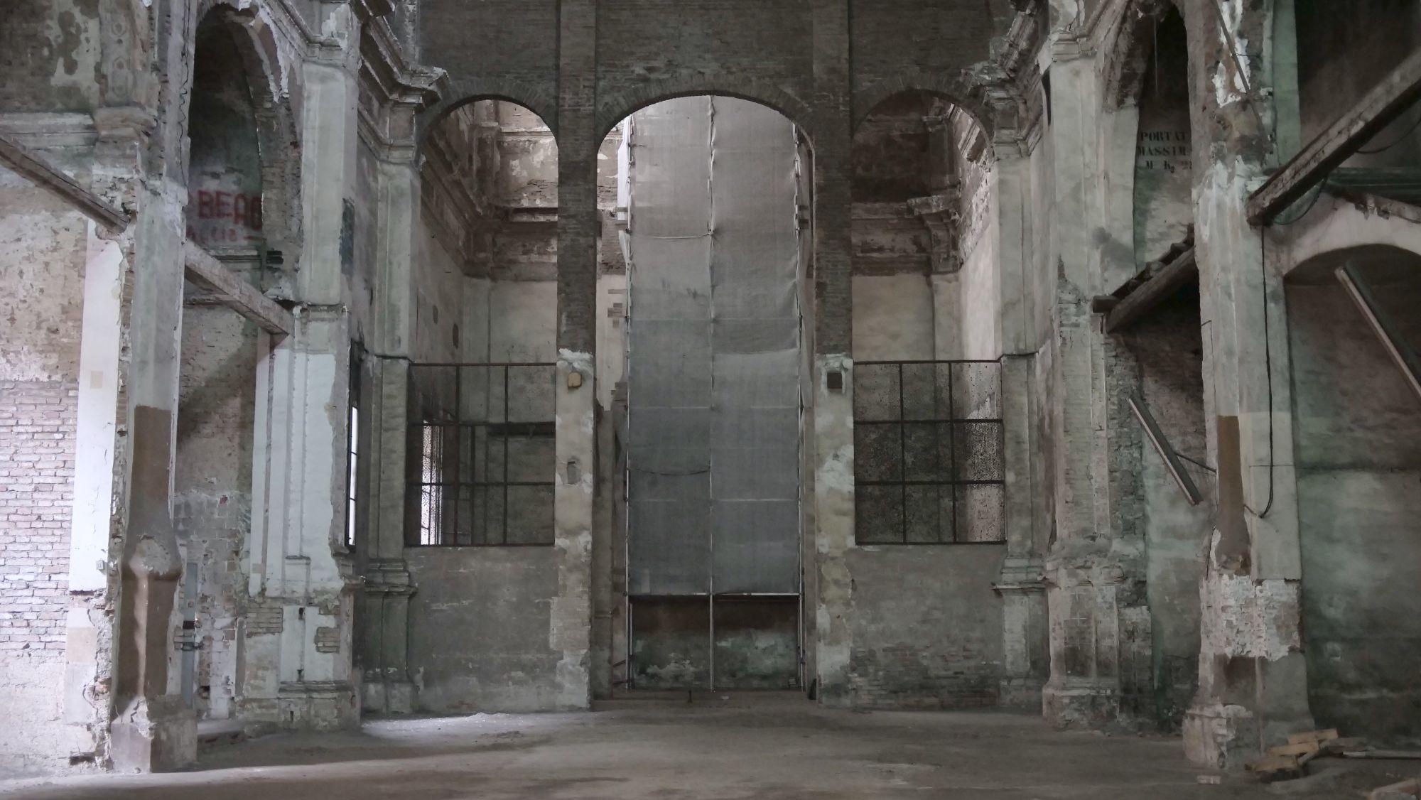 In una chiesa abbandonata si ritrova la Chiesa
